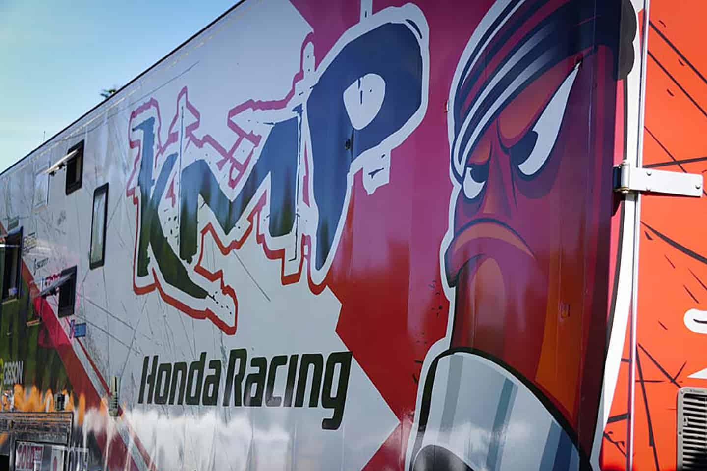 Führung durch den neuen Teamtruck  von KMP Honda Racing