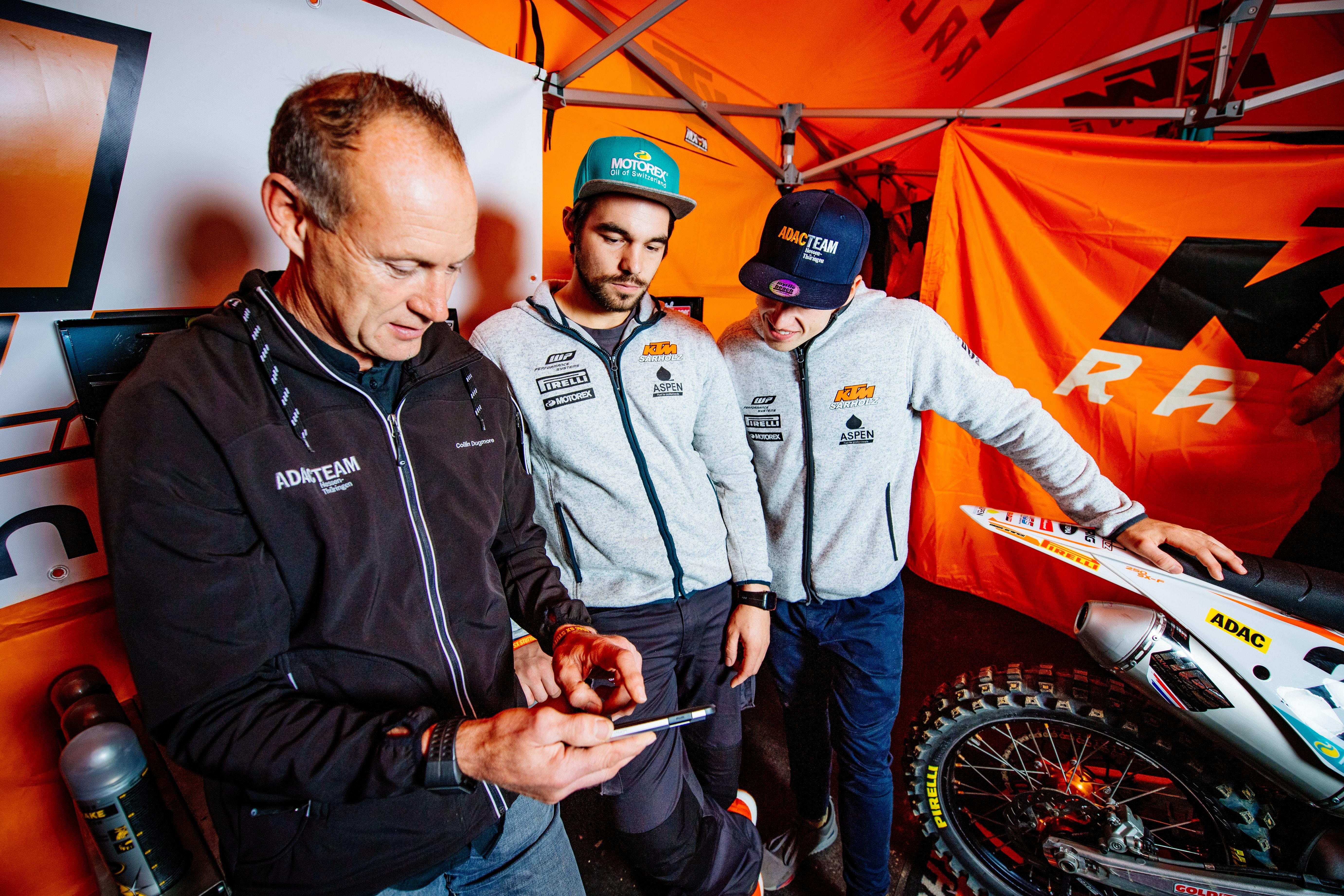 Trainer Collin, Mechaniker Gerrit und Racer Tom sind ein gutes Team