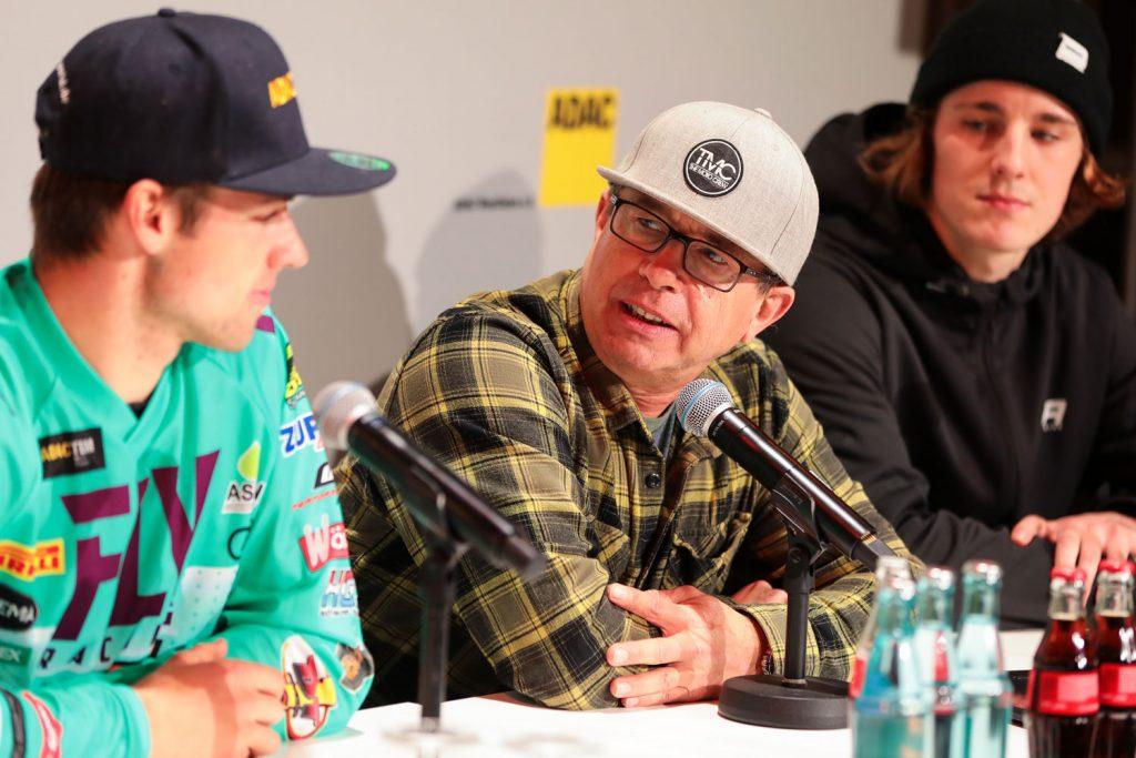 Bei der Pressekonferenz mit Tommy